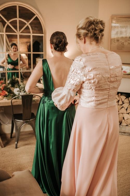 Emerald green wedding dress, bridal Prep, Bridal portrait