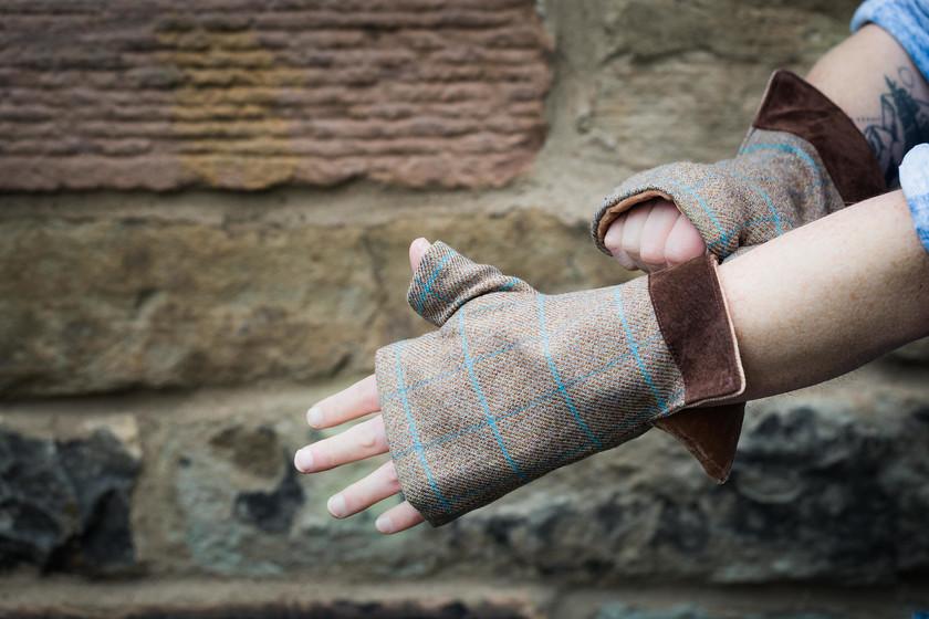 Mens fingerless gloves check