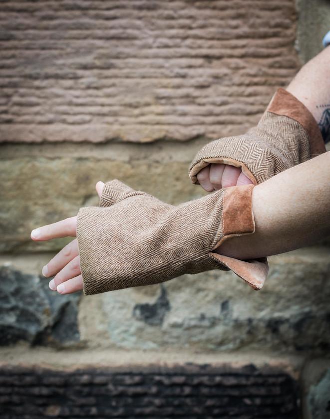 men's fingerless gloves brown