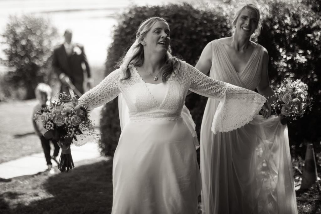 bride taking off